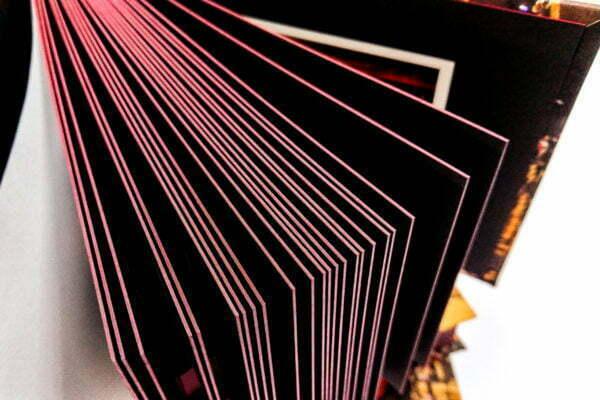 Album z czarnymi grubymi kartami