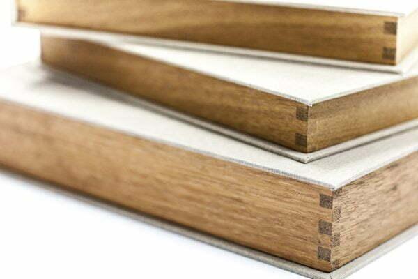 Drewniane pudełka na albumy i zdjęcia